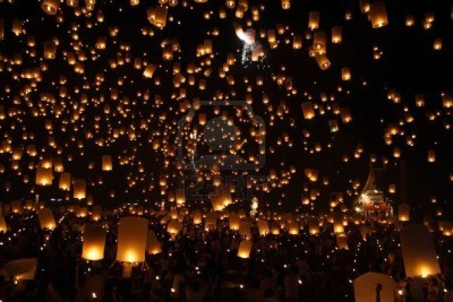 10185866-north-of-thailand-happy-newyear-christmas-balloon-yeepeng-traditional-at-night